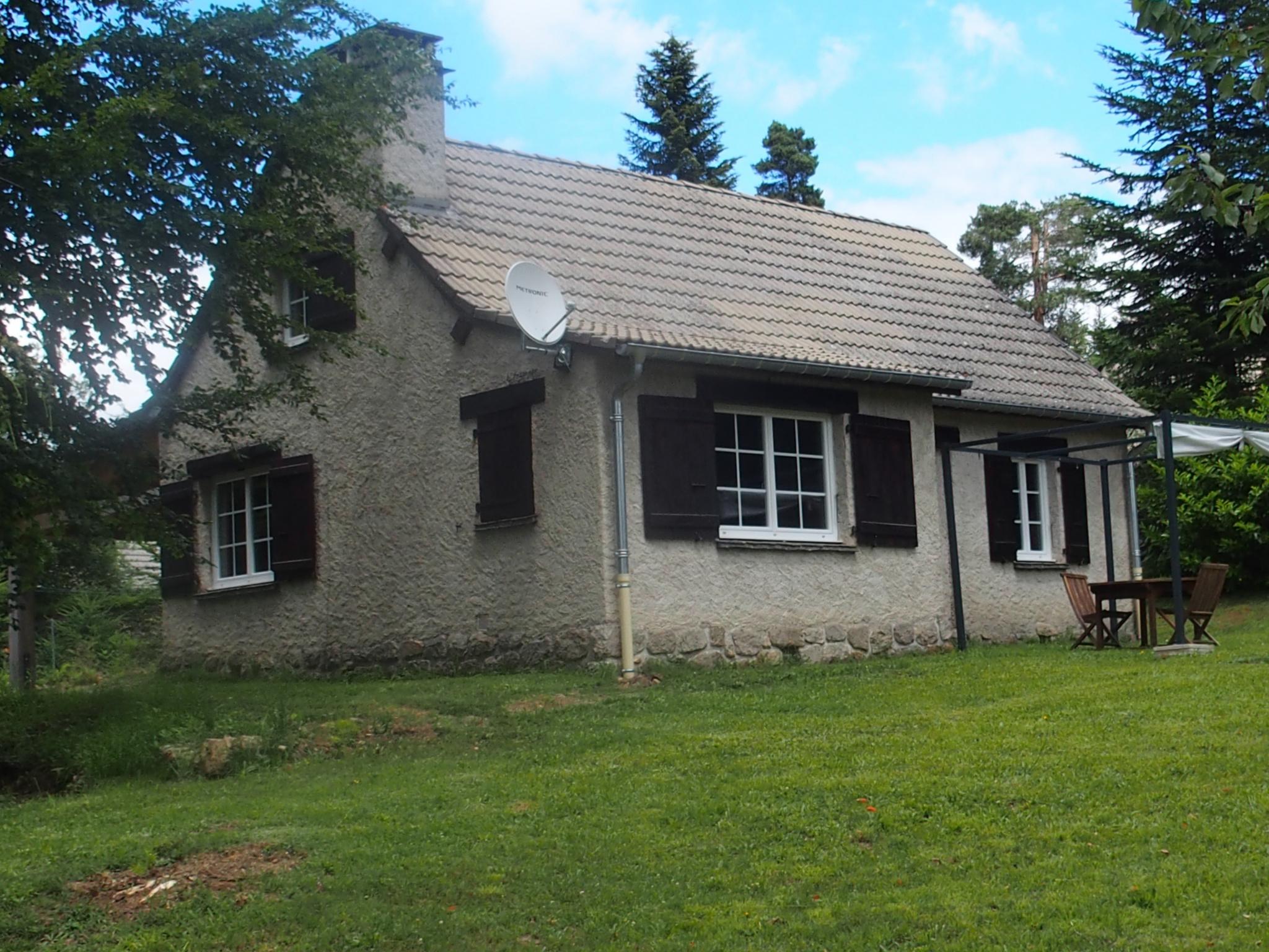 A 2 km du centre bourg, maison type '' Fermette''